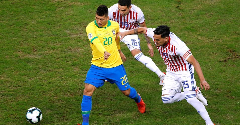Firmino em lance do jogo Brasil x Paraguai pela Copa América