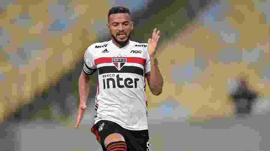 Reinaldo festeja gol do São Paulo - Thiago Ribeiro/AGIF