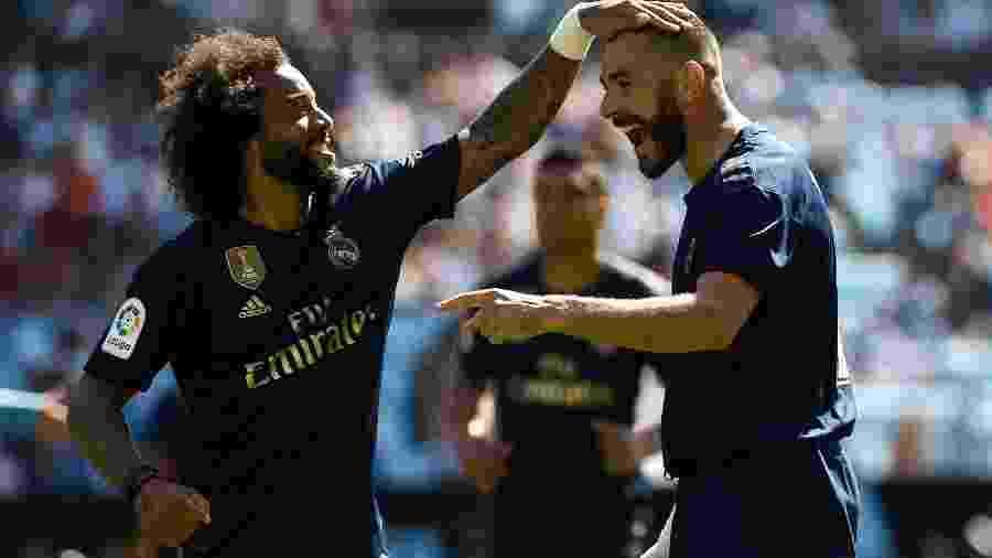 Marcelo cumprimenta Karim Benzema por gol marcado pelo Real Madrid contra o Celta de Vigo pelo Campeonato Espanhol - Miguel Riopa/AFP