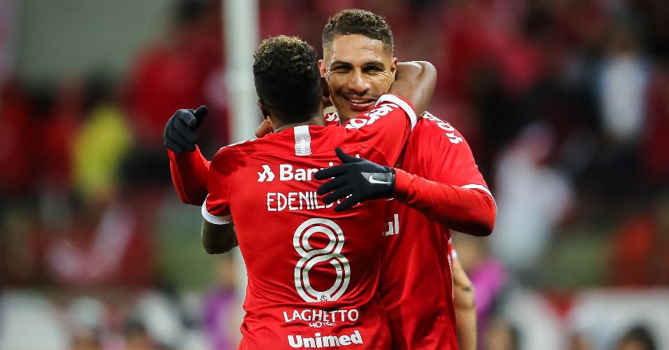 Guerrero comemora gol do Internacional contra o Cruzeiro