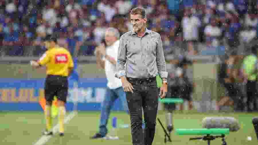 Treinador questionou lances parecidos na partida contra o Fluminense e no clássico com o Cruzeiro - Bruno Cantini / Atlético