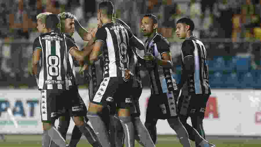 Botafogo comemora gol em amistoso contra o Vitória-ES no Kleber Andrade - Vitor Silva/Botafogo