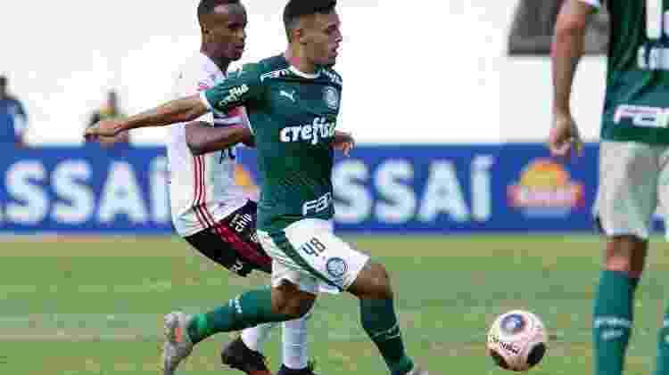 Gabriel Menino começou o Paulistão como titular no meio-campo do Palmeiras - Rebeca Reis/AGIF