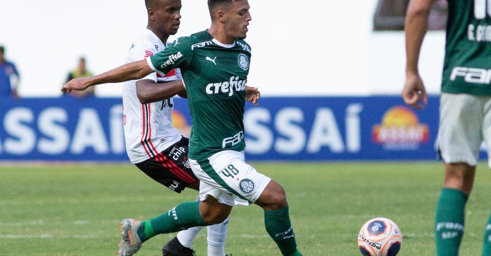 Gabriel Menino durante partida contra o São Paulo