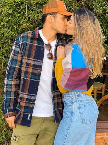 Bruna Santana com Raphael Veiga em foto no Instagram - Reprodução/Instagram