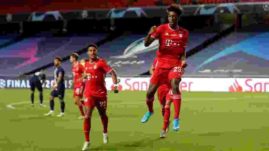 Coman comemora seu gol com seus companheiros na final da Liga dos Campeões  - Pool/Getty Images