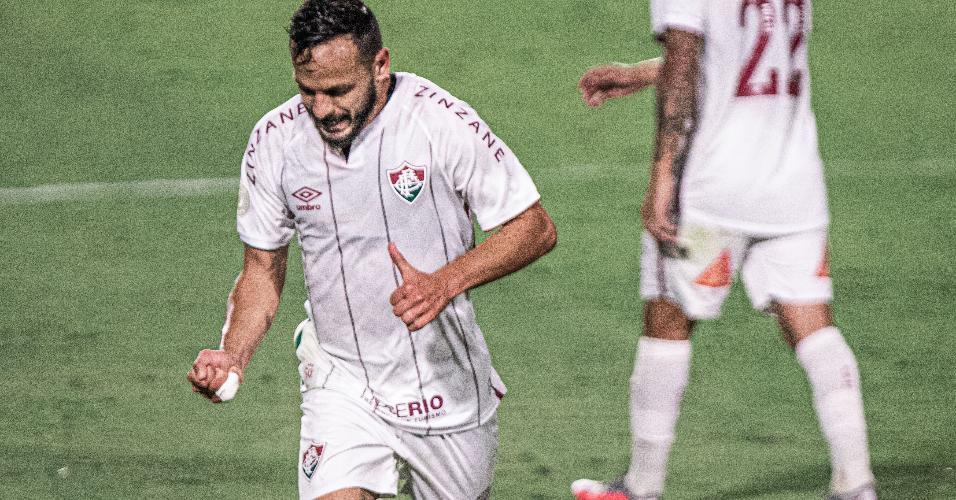 Yago Felipe comemora seu gol na partida do Fluminense contra o Goiás, pelo Brasileirão