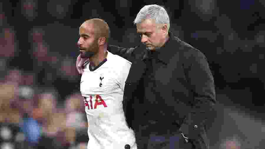 Lucas Moura e José Mourinho durante partida do Tottenham contra o Olympiacos, em novembro de 2019 - Tottenham Hotspur FC via Getty Images
