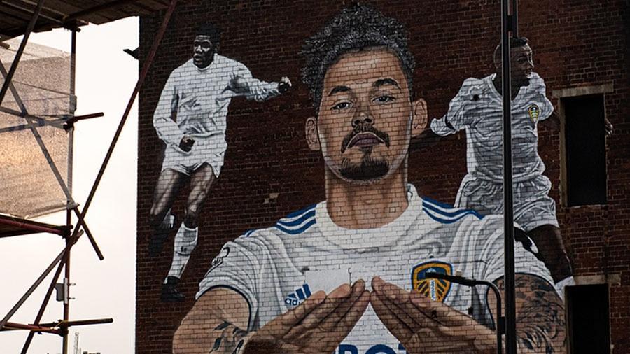Leeds United inaugura mural em homenagem a ídolos negros - Divulgação/Leeds United