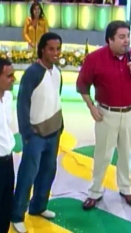 Denílson e Ronaldinho Gaúcho no Domingão do Faustão após título mundial em 2002