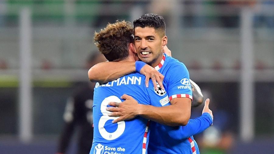 Griezmann e Suárez comemoram gol do Atlético de Madri sobre o Milan na Champions - REUTERS/Daniele Mascolo
