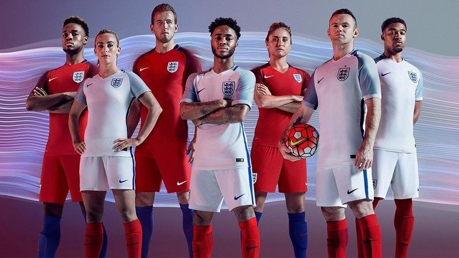 GRUPO B: Inglaterra (camisas titular e reserva, Nike)