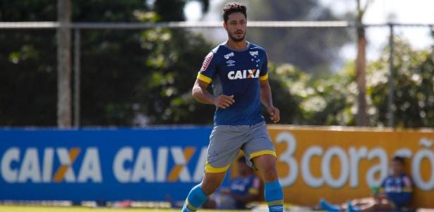 Léo, zagueiro do Cruzeiro, frequenta cultos religiosos desde os tempos de Grêmio