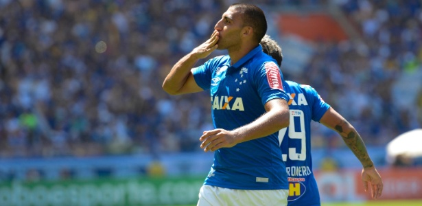 Ramón Ábila é o principal atacante do Cruzeiro na temporada
