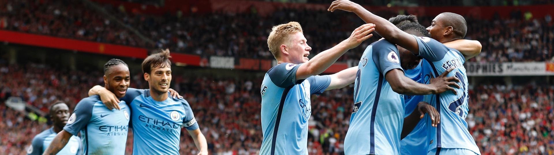 Kelechi Iheanacho faz o segundo gol do City contra o United, no Inglês
