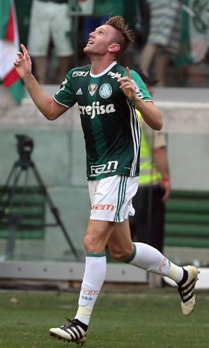 Fabiano comemora o gol que fez para abrir o placar para o Palmeiras contra a Chapecoense