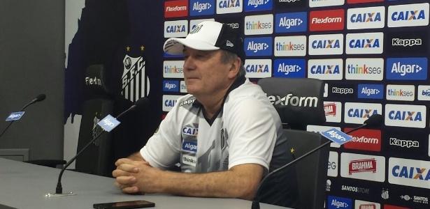 O técnico Levir Culpi assinou contrato com o Santos até fim desta temporada