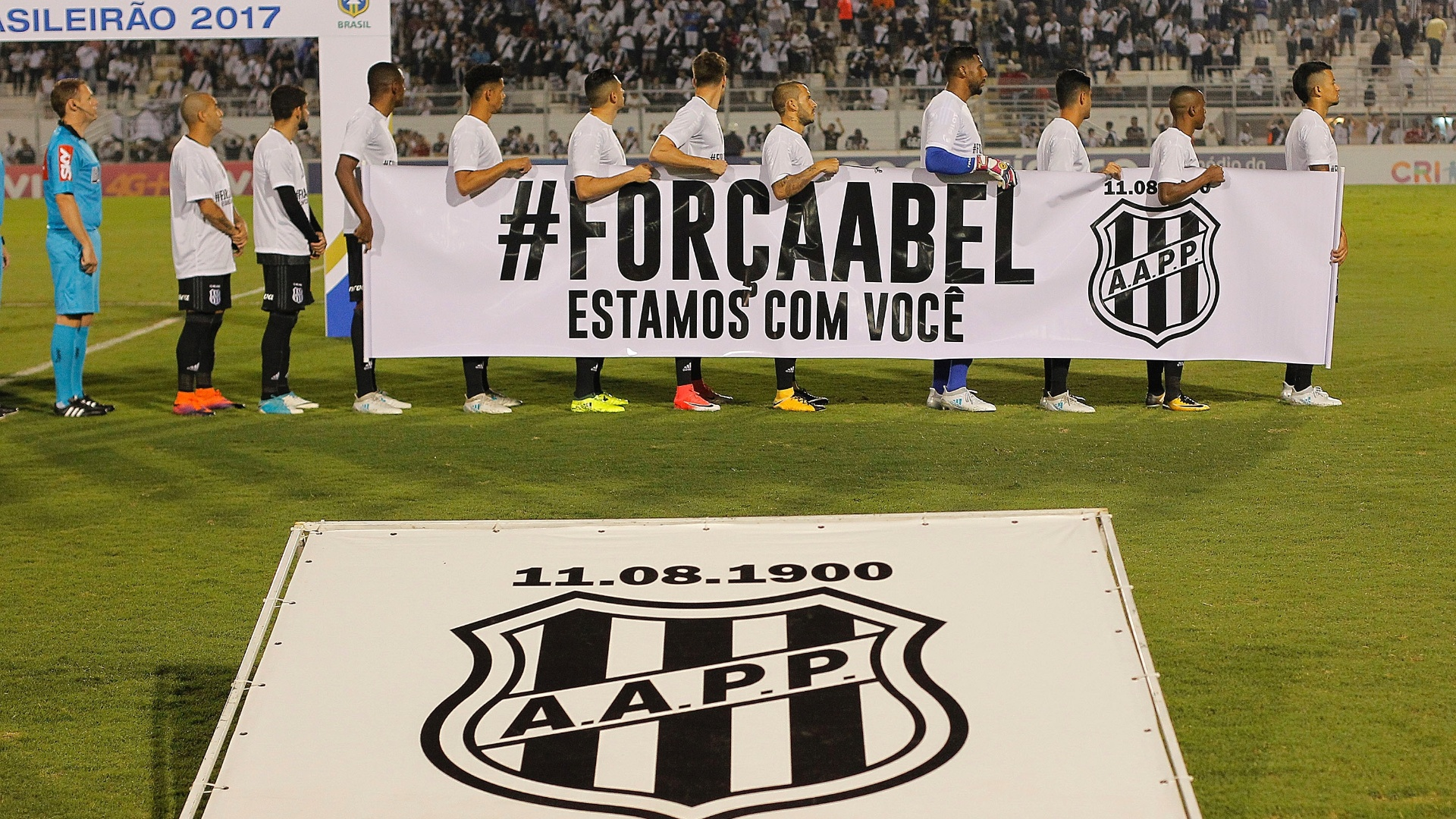 Ponte Preta faz homenagem a Abel Braga antes da partida entre Ponte e Fluminense