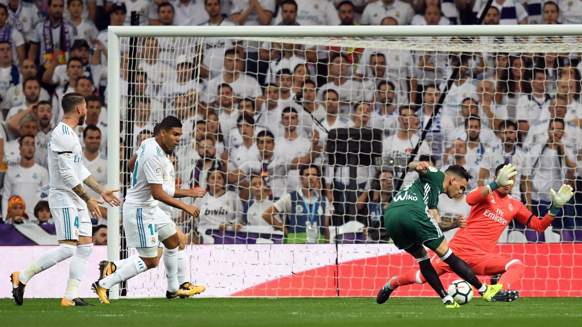 Sanabria chuta, supera Navas, mas Carvajal salva o Real Madrid