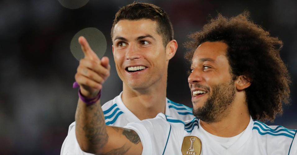 Cristiano Ronaldo comemora com Marcelo o título mundial do Real Madrid