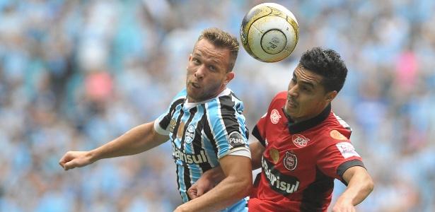 Arthur foi um dos jogadores do Grêmio a receber mensagens sobre ambiente em Pelotas