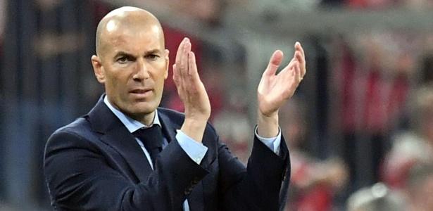 Zidane em ação durante jogo do Real contra o Bayern - AFP PHOTO / DPA / Matthias Balk / Germany