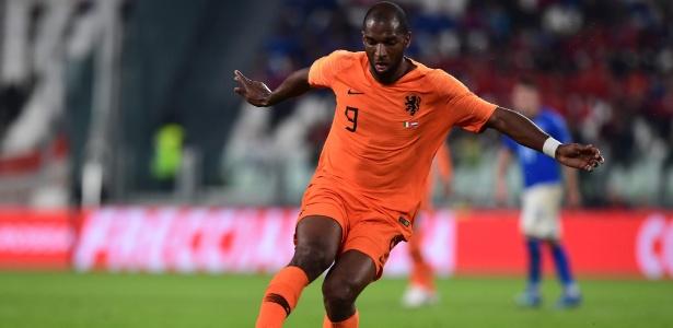 Ryan Babel em ação pela seleção holandesa contra a Itália