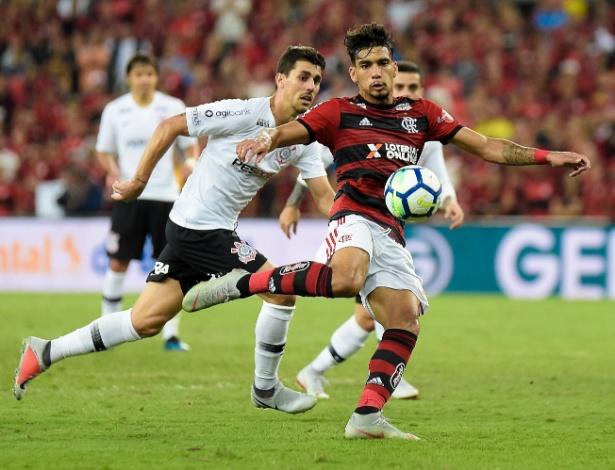 O jogo contra o Corinthians foi o retrato do sofrimento do Flamengo com os chuveirinhos - Thiago Ribeiro/AGIF