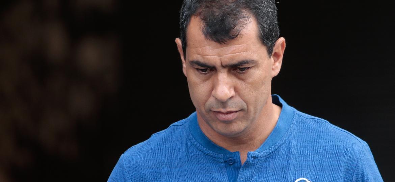 O técnico Fabio Carille comanda o Corinthians em clássico contra o Santos - Marcello Zambrana/AGIF