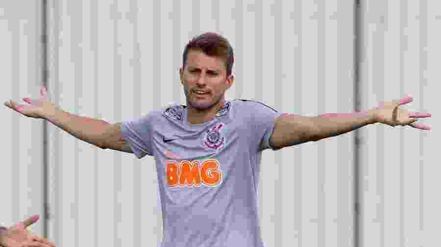 Zagueiro Henrique perdeu espaço no time após o retorno de Gil ao Corinthians - Daniel Augusto Jr/Ag. Corinthians