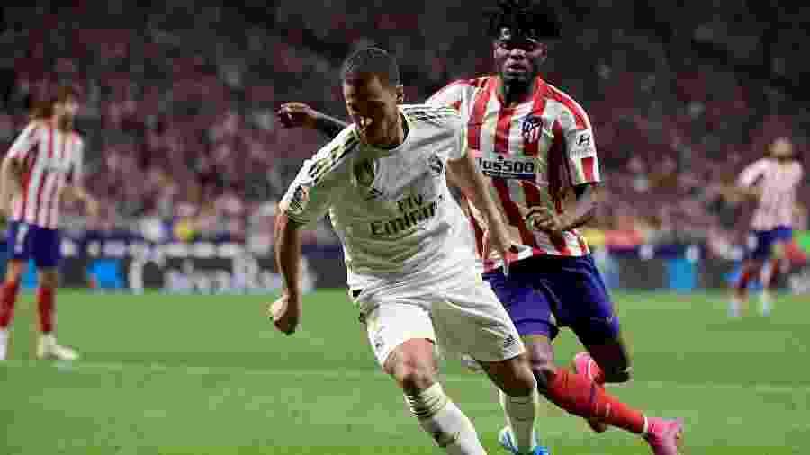 Eden Hazard, do Real Madrid, em disputa de bola com Thomas Partey, do Thomas Partey pelo Campeonato Espanhol - JAVIER SORIANO / AFP