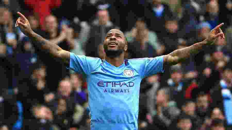Sterling comemora após abrir o placar para o Manchester City contra o Aston Villa - Tom Flathers/Manchester City