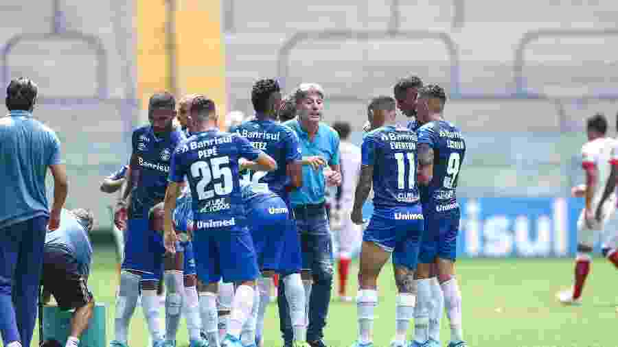 Renato Gaúcho e jogadores do Grêmio vão receber 55% dos salários de abril a setembro de 2020 em 24 parcelas - Lucas Uebel/Grêmio FBPA