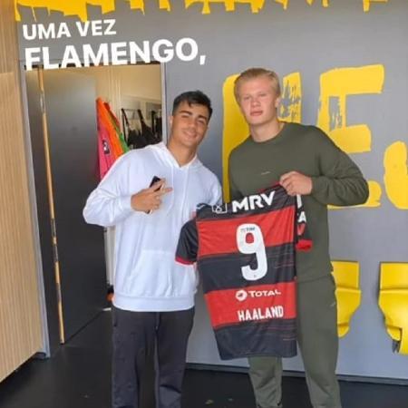 Reinier presentou o companheiro Haaland com uma camisa personalizada do Flamengo - Reprodução/Instagram