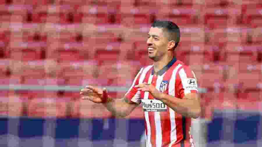 Luis Suarez comemora gol em vitória por 6 a 1 sobre o Granada no Campeonato Espanhol - Gabriel Bouys/AFP