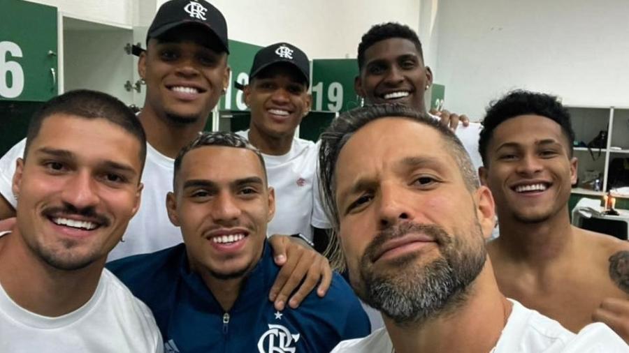 Diego Ribas e parte do elenco do Flamengo - Instagram