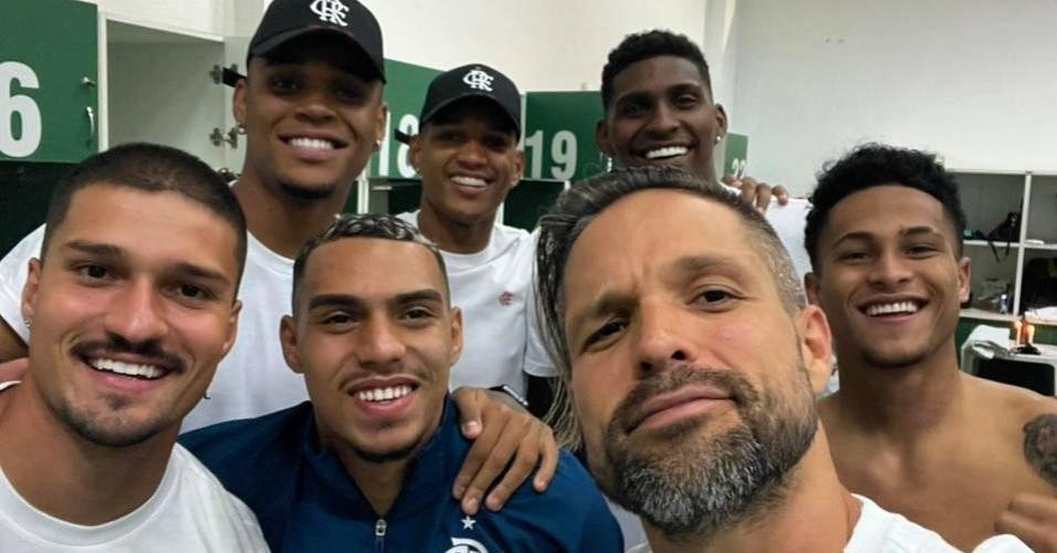 Diego Ribas e parte do elenco do Flamengo