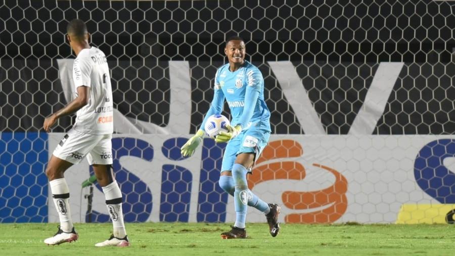 Goleiro John, do Santos, durante partida contra o São Paulo -  Ivan Storti/Santos FC