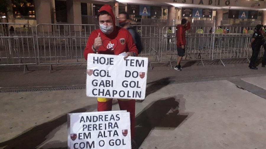 Chapolin, torcedor do Flamengo, em jogo da Libertadores e confiante em goleada no Maracanã - Leo Burlá/UOL Esporte