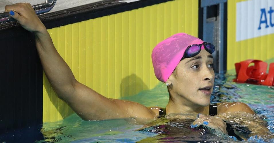 Daynara de Paula confere seu tempo na bateria eliminatória dos 100m borboleta