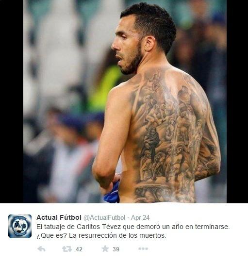 Carlos Tevez tatuou praticamente toda a região das costas
