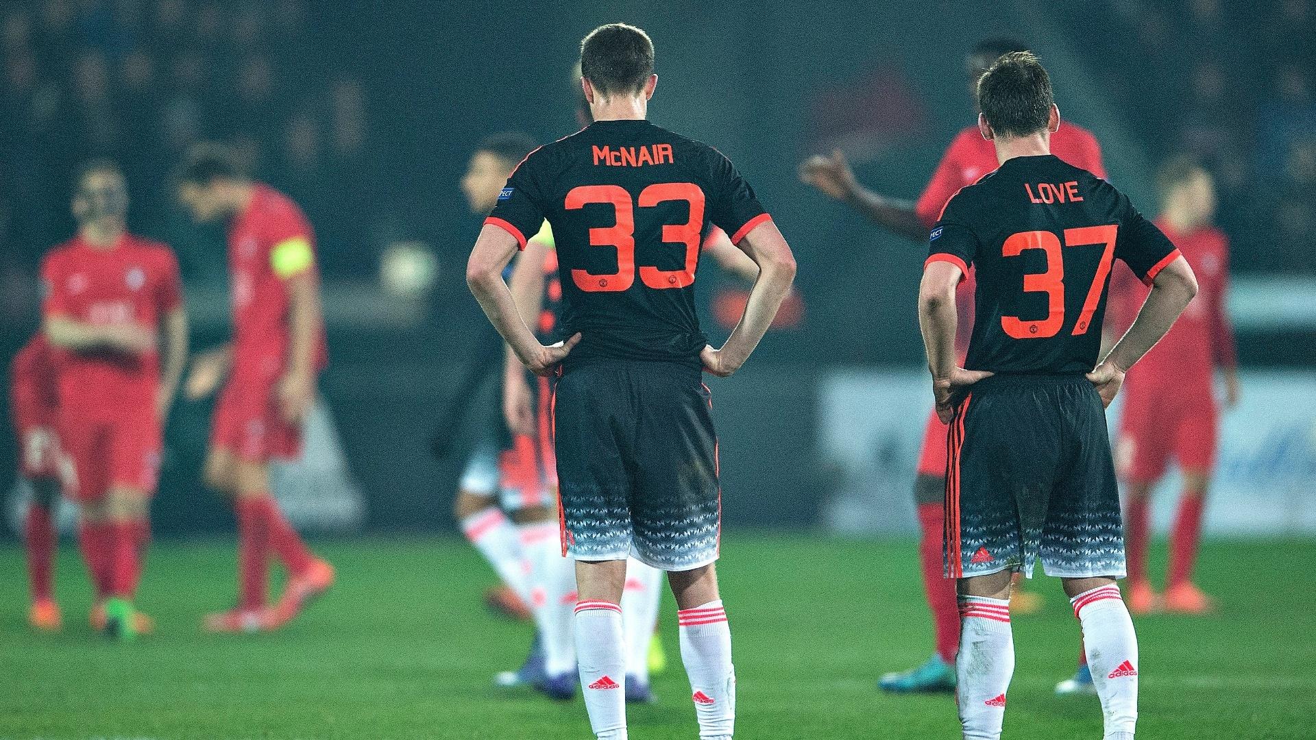 Jogadores do Manchester United lamentam derrota do clube para o Midtjylland