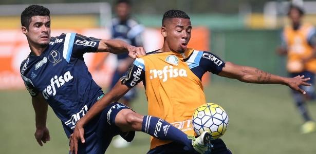 Egídio e Gabriel Jesus durante treinamento do Palmeiras em 2015