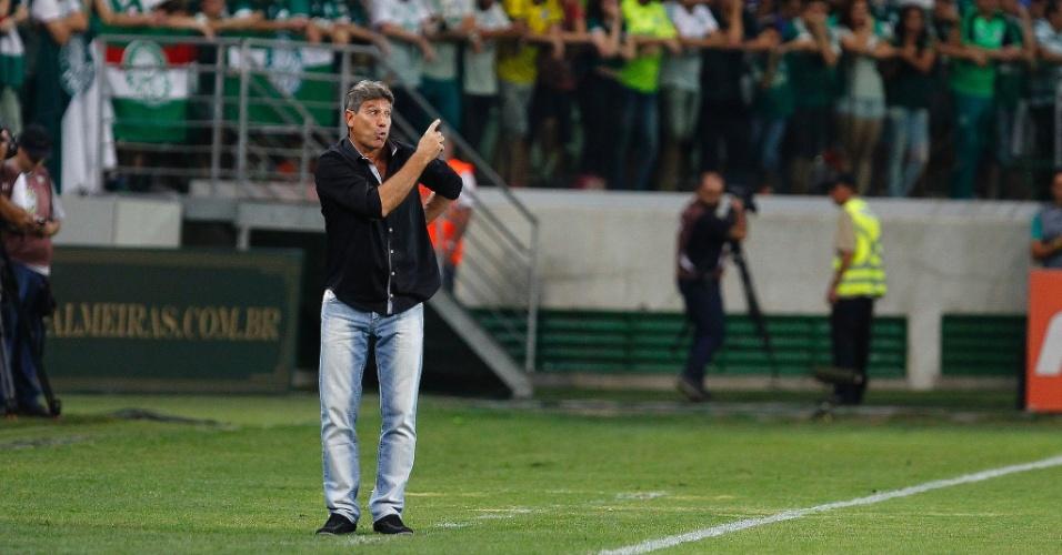 Renato Gaúcho orienta o Grêmio em partida contra o Palmeiras