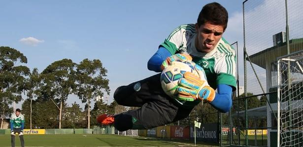 Vinicius Silvestre ganhou a vaga de titular para o duelo na Vila Belmiro