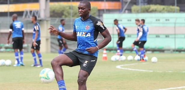 Jomar cumpriu suspensão na quinta (31) e está livre para atuar no domingo - Marcelo Sadio/Vasco.com.br