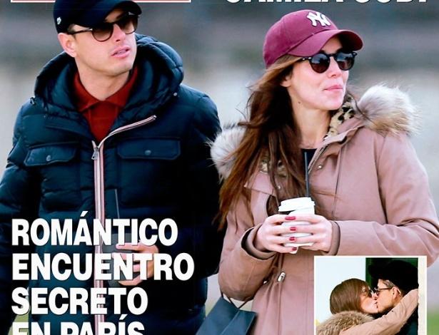 Chicharito Hernández é flagrado aos beijos com sobrinha da atriz Thalia em Paris