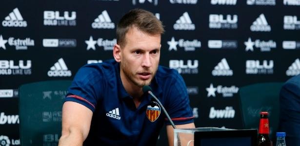 Neto foi anunciado e já apresentado como novo jogador do Valencia