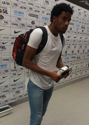 Betão segurava uma camisa do Corinthians