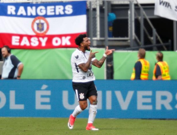 Kazim comemora gol contra o Rangers